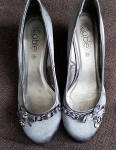 Escarpins gris tissus avec bijou
