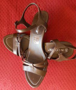 Sandales petit talon marron